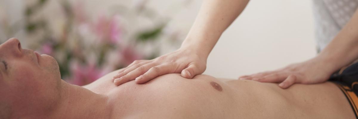 OSTEOPATHIE Die Osteopathie ist eine ganzheitliche Medizin, die der manuellen Diagnose und Behandlung von Funktionsstörungen dient.